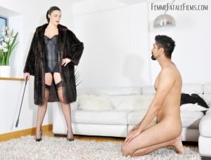 24.03.2016 – FemmeFataleFilms – The Hunteress – Foot Focus complete – foot worship, fur, humiliation, lingerie