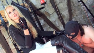 19.03.2016 – Sado-Ladies – Empress Victoria – Watch Me Smoking, Loser – fingernails, cigar, smoking femdom