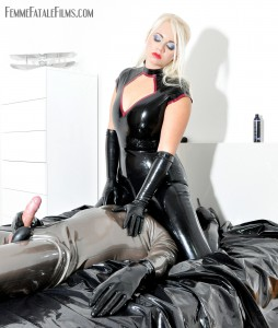 24.03.2016 – FemmeFataleFilms – Mistress Heather – Rubber Reward complete – latex boots, masturbation, rubber