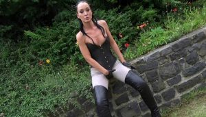 11.03.2016 – Piss in jodhpurs extreme, fetish, outdoor, Peeing, piss