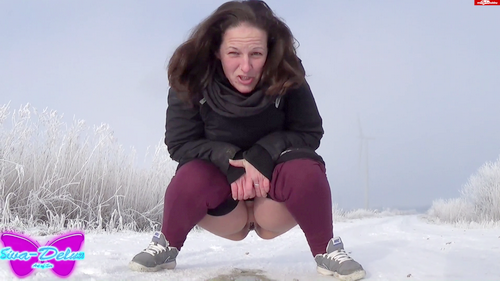 Pissing_in_the_snow_with_Siva-Deluxe
