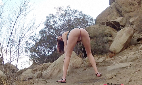 Ruby Outdoor Pissing_thumb