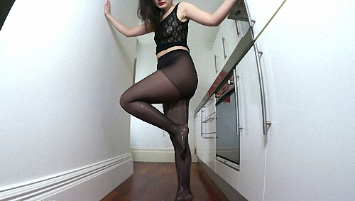 Sexy_Kitchen_Tights_Pee_cover