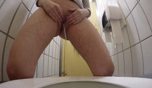 19.03.2016 – Texting Toilet Wee – pissing, Toilet, urine, wet