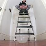 25.03.2016 – Goldengirlfaye – The Ladder Challenge Returns – extreme, fetish, pee, Peeing
