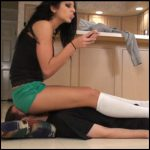 Release 22.04.2016 – Bratprincess – Christina – Full Weight Facesit with Green Shorts and Knee High Socks – HD, extreme, depfile