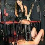 Release 25.04.2016 – TheEnglishMansion – Miss Jasmine – Chastity Boot Worship Part 1 – HD, barefeet, jumping, fullweight trampling, depfile