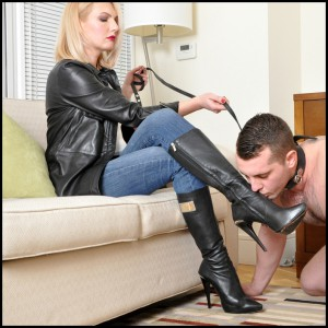 Release 13.04.2016 – FemmeFataleFilms – Mistress Akella – Dirty Doormat Slave Part 1-2 – foot smother, foot worship, knee boots, depfile