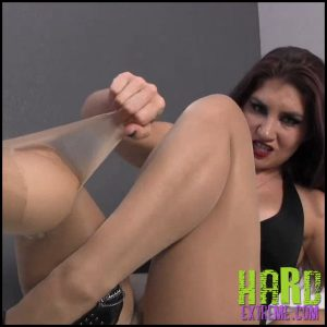 Release 10.05.2016 – Sarah Diavola – Pantyhose Destruction – HD, LEGS, SOCKS, TOE FETISH, DEPFILE