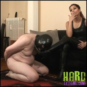 Release 05.05.2016 – Absolute Femdom – Harassing A Wimp – HD, smothering, spitting, depfile