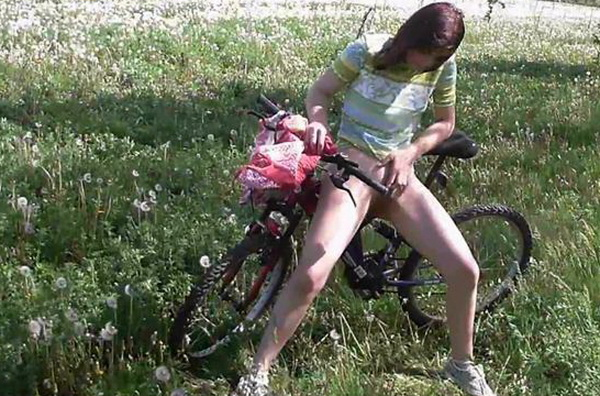 Desperate_to_pee_on_her_bicycle_cover