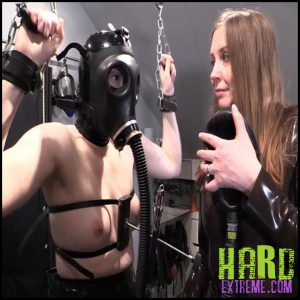 Release 26.06.2016 – Split In Two (R581) Seriousimages – HD, bondage, E-Stim, gas-mask, latex, nipple weights, Rubber