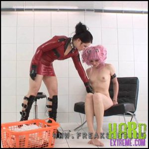 Release 27.07.2016 – Electric Walk –Mercedes And Julia Part One. Freaksinside – HD, latex, Mercedes, Rubber, extreme