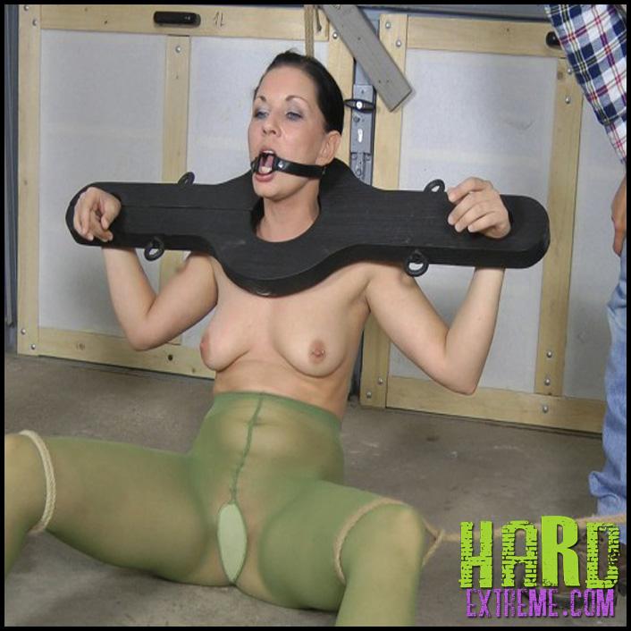 Bondage_Pee-800x450