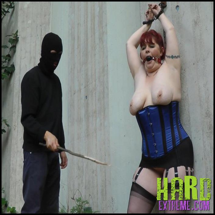 Damona_tit_spanking-800x450