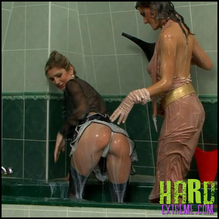 072alw_cleaning_lady_makes_a_mess_anita_queen_sara-800x450