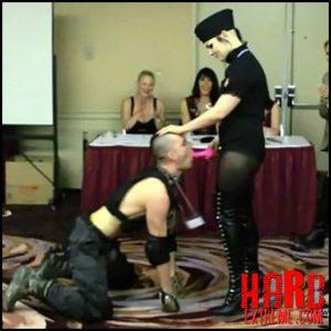 Release October 17, 2016 – Aliceinbondageland – DomConLA 2015 Human Pet Show – FemDom Petplay On Parade –  human toilet, toilet slave training