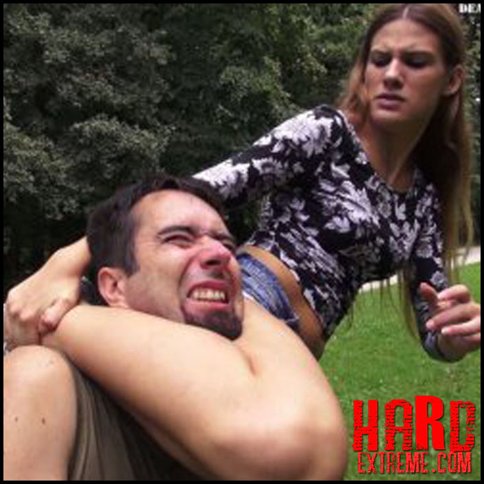 deadly-female-fighters-matea-bad-girl-in-the-park_1