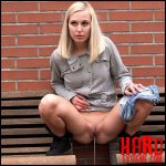 Blonde On Wood – Full HD-1080p, got2pee, outdoor, pee, Peeing, piss (Release November 09, 2016)
