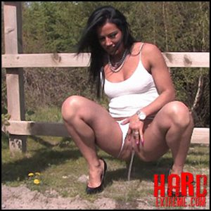 Jessica – Full HD-1080p, outdoor, pee, Peeing, piss (Release November 09, 2016)