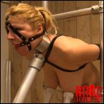 Juli – reluctant HuCows.com – HD -720p, breast milk, milking machine (Release November 19, 2016)