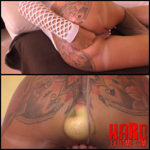 MaryBitch Big Apple Gaping Pee with AngelAlpha – Full HD-1080p, Extreme Fisting, Solo Fisting (Release November 21, 2016)