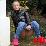 Pink Sneakers – Got2Pee – Full HD-1080p, outdoor, pee, Peeing, piss (Release November 09, 2016)