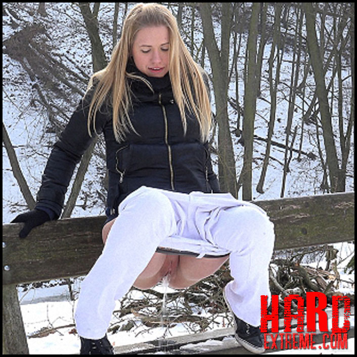 G2P – Onto A Bench - Full HD-1080p, pee, Peeing, piss, pissing (Release February 09, 2017)