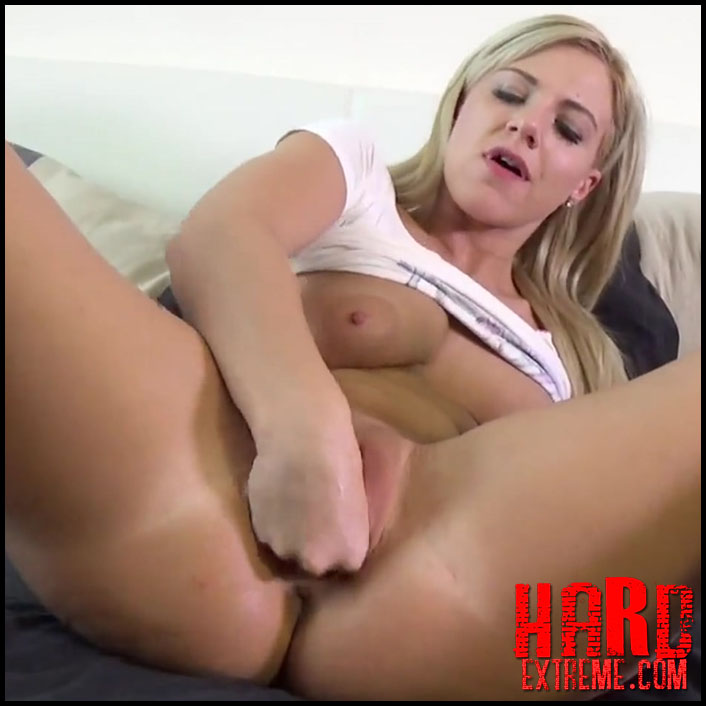 The whole hand in pussy with BlondSweetie - Full HD-1080p, solo fisting, pussy fisting (Release February 20, 2017)