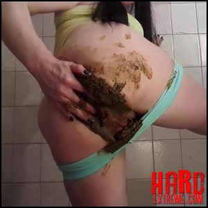 Anna Coprofield – Poo into blue shorts – Full HD-1080p, big pile, dirty, extreme, fetish (Release April 05, 2017)