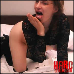 LittleMissKinky – 20 minutes to be perverse – Full HD-1080p, scat solo, depfile scat, scat (Release May 03, 2017)