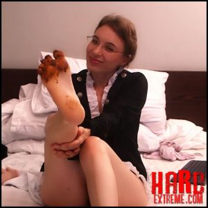 LittleMissKinky – Hardcore dirty feet session – Full HD-1080p, depfile scat, scat defecation (Release May 23, 2017)