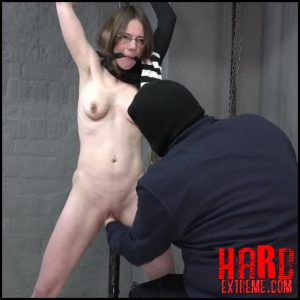 Use of crates – part 33 with KarinaHH – Full HD-1080p, hardcore fisting, extreme fist (Release July 17, 2017)