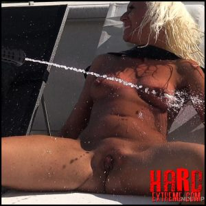 Queensnake – Under Pressure Holly – Full HD-1080p, bondage, outdoor, water-torment (Release July 04, 2017)