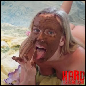 Brown wife – Shit on self – Full HD-1080p, poop, shit, kaviar scat, pooping girls (Release September 25, 2017)