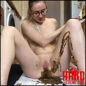 EllaGilbert – Messing my white panties with Diarrhea – Full HD-1080p, scat solo, scat, defecation, scatology (Release January 25, 2017)