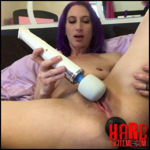 Badlittlegrrl – Closeup cum with Hitachi and inflatable – Full HD-1080p, large toys, extreme solo fisting (Release February 20, 2018)