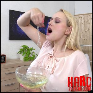 WetAndPissy – The blonde and her wet clothes are licked – Full HD-1080p, Pissing, Solo, Toys (Release May 30, 2018)