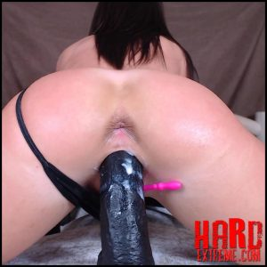 Sexy booty brunette penetration BBC dildo in wet cunt – Full HD-1080p, huge dildo, pussy insertion, webcam (Release May 29, 2018)
