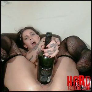 Sicflics – Fatty tattooed girl extremistkinkster bottle and fist penetration in cunt – Full HD-1080p, bottle insertion, bottle penetration (Release June 07, 2018)