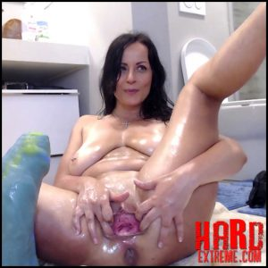 Liveshow – Naughtyelle – Crazy Dildos, Ass Fisting