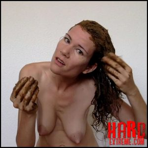 Smearing my hair after my shower – Nastymarianne – Shitting Girls