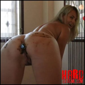 Pooping While Dancing Sexily Smear Butt Plug – MissAnja – Poop Videos